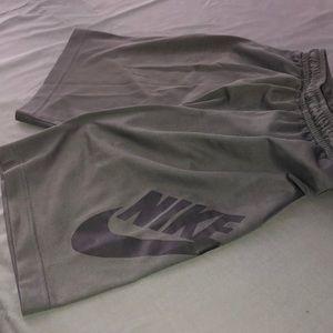NIKE SB boys shorts